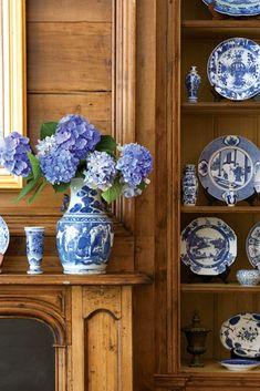 46 Affordable Blue And White Home Decor Ideas Best For Spring Time Blue And White China, Blue China, Blue Rooms, White Rooms, White Home Decor, Diy Home Decor, Design Apartment, Enchanted Home, Atlanta Homes