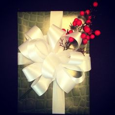 How to wrap your present perfectly: it's all about the bow! | More Than Mary