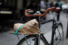 Creative Velo, Custom, Bike, Fixie, and Project image ideas & inspiration on Designspiration Fixed Bike, Fixed Gear, Bike Shelf, Wit And Delight, Tumblr Love, Vintage Bikes, Cycling Bikes, Custom Bikes, Cool Bikes