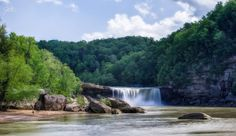 Cumberland Falls State Resort Park In Kentucky Looks Like Something From Middle Earth