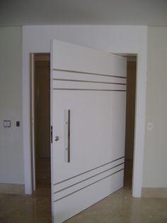 Porta pivotante com bandeira e inox para acabamento - Ecoville Portas Especiais