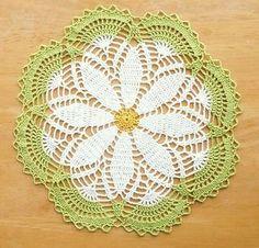 Sweet Daisy Doily - Free Crochet Pattern ~W~ Crochet Dollies, Cute Crochet, Beautiful Crochet, Crochet Crafts, Crochet Flowers, Crochet Projects, Crochet Circles, Crochet Motifs, Thread Crochet