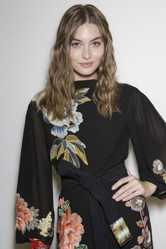 Grace Elizabeth backstage at Etro S/S 2019 on September 2018 in Milan. Suit Fashion, Fashion Outfits, Milan Fashion, Yuri, Grace Elizabeth, Rose Print Dress, Mom Outfits, Classy Outfits, Couture Outfits