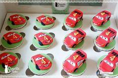 . Lightning Mcqueen, Neko, Desserts, 2d, Cupcake, Facebook, Cars, Tailgate Desserts, Deserts