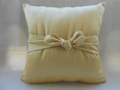 pillow cover with bow  sabby chic  pillow cover  di Ilfilodoro