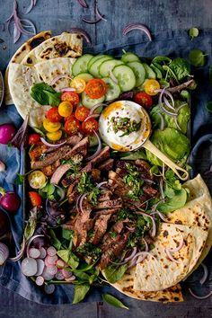 Chimichurri steak salad is the salad of my dreams! A simple chimichurri sauce, bursting with zingy flavour, drizzled over juicy strips of steak and served on a large salad platter. Sushi Salad, Salad Bar, Baked Scallops, Baked Mushrooms, Mushroom Salad, Buttermilk Chicken, Cooking Recipes, Healthy Recipes, Healthy Food
