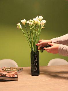 Vaso per fiori ricavato da una bottiglia di vino di GARAGEbySilvio