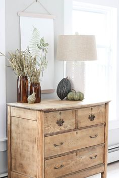 Home Decor Living Room Fresh and Fabulous Farmhouse DIYs and Ideas - The Cottage Market.Home Decor Living Room Fresh and Fabulous Farmhouse DIYs and Ideas - The Cottage Market Fresh Farmhouse, Farmhouse Decor, Sofa Design, Seasonal Decor, Fall Decor, Home Interior, Interior Design, Fall Kitchen Decor, Rooms For Rent
