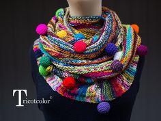 golas de trico Three New Knit Pieces from Kaleidoscopic Knitwear Designer Hlne Seners aka Tricotcolor Shawl Crochet, Crochet Wool, Crochet Art, Knitted Poncho, Knitted Shawls, Crochet Scarves, Knitting Designs, Knitting Patterns, Crochet Patterns