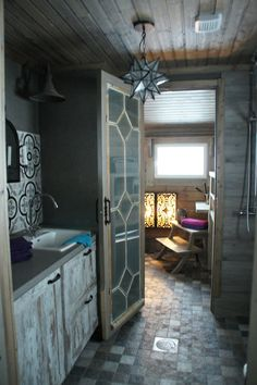 I like the glazed glass door leading to a walk in shower. Glazed Glass, Walk In Shower, Glass Door, Toilet, Villa, Doors, Mirror, Building, Interior