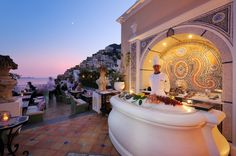 Oyster Bar at Le Sirenuse in Positano on Italy's Amalfi Coast where all @5staralliance guests receive 85 Euro in spa credit, a complimentary bottle of Italian Spumante upon arrival, and VIP status.