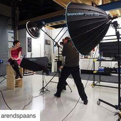 #Repost @arendspaans with @repostapp. ・・・ Backstage 1 on 1 workshop in my studio. #broncolorlighting #broncolor #molasoftlights #para133 #bron #fotostudioarendspaans #arendspaans #broncolor_nl #siros400s #siros #workshop #training #olympus