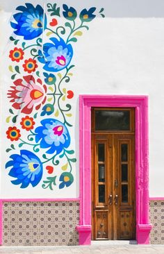 flower mural with pink door in Aguascalientes, Mexico Mexican Art, Mexican Style Decor, Mexican Garden, Diy Wall Decor, Windows And Doors, Front Doors, Wall Murals, Mural Art, Folk Art