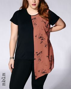 Make a street style statement with this unique plus-size top! It features an asymmetric layer with trendy print, rounded neck, short sleeves and a flattering, comfortable fit. Dress it up with a black pant for a night out! Trendy Plus Size Fashion, Stylish Plus, Plus Size Outfits, Trendy Outfits, Fashion Outfits, Lingerie, Cool Street Fashion, Street Style Looks, Black Pants