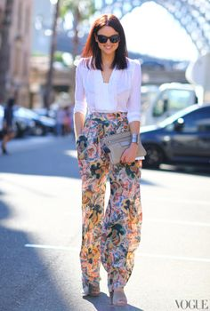 One way to make your outfit less boring is to wear prints. So, here are several outfit ideas to show you how to Make A Statement With Some Printed Pants. Trajes Business Casual, Business Casual Outfits, Fashion Mode, Fashion Outfits, Fashion Trends, Fashion Ideas, Cheap Fashion, Woman Fashion, Dress Fashion