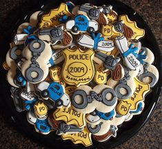 police cookies-and-cakes. Might have to do these for my sons bday :) Police Retirement Party, Police Party, Retirement Parties, Cop Party, Retirement Cards, Retirement Planning, Party Planning, Cupcake Cookies, Sugar Cookies