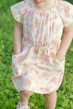 tutorial for elastic-waist peasant dress with pockets (mini Boden Knock-off). Start with any peasant dress pattern and this will kick in the details to make it special.
