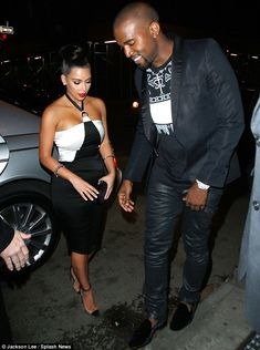 Kim Kardashian and Kanye West were recently spotted getting out of a Maybach in NYC. The whole Kim and Kanye thing might just be a publicity stunt but when Kanye West And Kim, Kim Kardashian Kanye West, Kardashian Style, Kardashian Jenner, Kardashian Fashion, Kourtney Kardashian, Fashion Tights, Fashion Dresses, Celebrity Couples