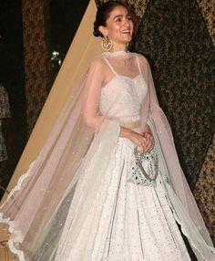 Mai swayam ka Ghar gaya who maderchod NAA bol Diya tho maiam charmi ko bol he is not coming Indian Wedding Outfits, Indian Outfits, Indian Clothes, Pakistani Dresses, Indian Dresses, Bollywood Fashion, Bollywood Style, Bollywood Actress, Simple Lehenga