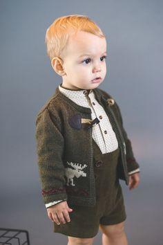 Pili Carrera online, moda infantil online otoño-invierno – Fashion World Toddler Boy Fashion, Little Boy Fashion, Toddler Boys, Kids Fashion, Twin Outfits, Baby Boy Outfits, Kids Outfits, Designer Baby Clothes, Baby Sweaters