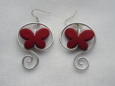 """Boucles d'oreille """"Doux papillons"""" en fil aluminium et papillon rouge : Boucles…"""