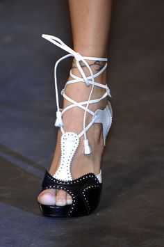 """Hermès Spring 2010 - Details (=^.^=) Thanks, Pinterest Pinners, for stopping by, viewing, re-pinning, & following my boards. Have a beautiful day! ^..^ and """"Feel free to share on Pinterest ^..^ #topfashion #goodplacetobuyshoes"""