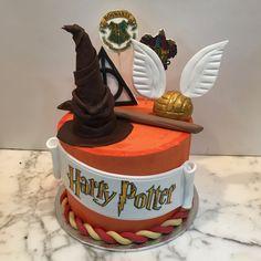 Tarta buttercream elementos Harry Potter. Harry Potter, Birthday Cake, Baking, Desserts, Food, One Year Birthday, Candy Stations, Pies, Recipes