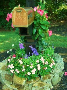 Beautiful mailbox garden re-do. Mailbox Garden, Mailbox Landscaping, Garden Boxes, Lawn And Garden, Garden Art, Garden Design, Mailbox Plants, Landscaping Ideas, Garden Oasis
