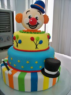Creative Cake Decorating For A Kid's Birthday Carnival Cakes, Circus Cakes, Pretty Cakes, Cute Cakes, Birthday Cookies, Birthday Cake, Circus Birthday, Bolo Fack, Clown Cake
