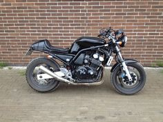 FZS 600 custom, 2002, for sale. Contact modkis@gmail.com