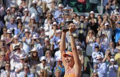 Maria Sharapova soulève le trophée suprême pour la deuxième fois à Roland-Garros.