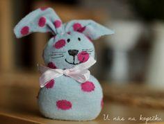 U nás na kopečku: Králík z ponožky Easter Projects, Easter Ideas, Kids And Parenting, Kindergarten, Shabby, Elsa, Teddy Bear, Christmas Ornaments, Toys