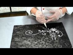 Cake Decorating Tips - Piping Design for Custom Cakes Youtube Cake Decorating, Cake Decorating Techniques, Cake Decorating Tutorials, Cookie Decorating, Decorating Ideas, Royal Icing Piping, Cake Piping, Buttercream Frosting, Piping Design