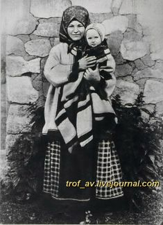oI< Крестьянка Тамбовской губернии с ребенком, начало 20 века