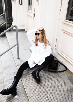 Mija by Mirjam Flatau ( Fall Outfits, Casual Outfits, Fashion Outfits, Fashion Clothes, Moda Minimal, Leggings Negros, Chelsea Boots Outfit, Chunky Boots, Minimal Fashion