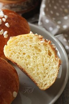 Brioche au sucre by Cyril Lignac - - Nutella Recipes, Donut Recipes, Gourmet Recipes, Sweet Recipes, Gourmet Foods, Cookie Recipes, Croissants, Coffee Sponge Cake, Chefs