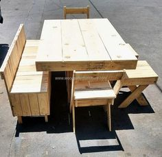 The artistic skill to assemble these pallets in right balance and proportion must be taken into consideration. The wider and larger pallets are assembled and placed on the top of the table to give it a balanced look while the smaller sized pallets are smartly used in assembling the rest of the bench while medium ones are used for the seats.