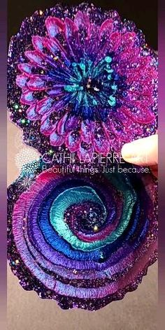 See the tutorial for these, and many more! Diy Resin Art, Diy Resin Crafts, Summer Crafts, Fun Crafts, Epoxy Resin Wood, Resin Tutorial, Resin Jewellery, Diy Crystals, Money Makers
