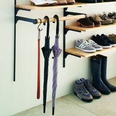 That's the best umbrella rack idea I've seen. Shoe Cabinet Entryway, Hallway Decorating, Shoe Storage, Locker Storage, Shoe Closet, Home Organization, Shoe Rack, Design Projects, Home Accessories