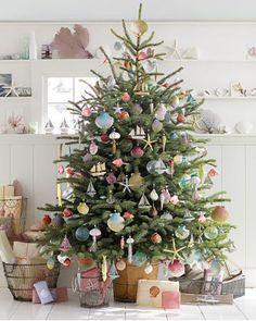 Beachy Christmas tree.