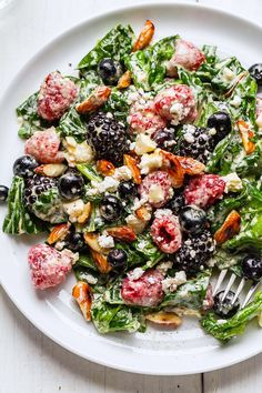 Mixed Berries Spinach Salad Recipe - A fresh Berry Feta spinach salad that's simple, healthy and SO delicious!