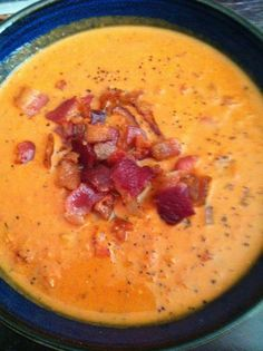 Creamy Roasted Garlic, Bacon, & Tomato Bisque What sounds good on a cold day? Great Recipes, Soup Recipes, Cooking Recipes, Favorite Recipes, Paella, Bacon Soup, Soup And Sandwich, Roasted Garlic, Garlic Soup