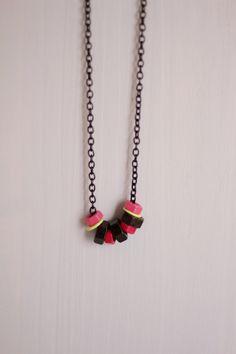 collier-neon réalisé avec des écrous et du vernis à ongles ! ♥    necklace - nuts - nail polish