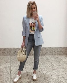 What the Athleisure trend is and how you can rock it Casual Work Outfits, Blazer Outfits, Simple Outfits, Casual Dresses For Women, Chic Outfits, Fashion Outfits, Clothes For Women, Womens Fashion, Blazer Fashion