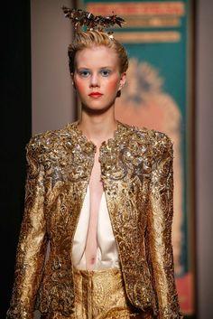 See all the Details photos from Schiaparelli Autumn/Winter 2015 Couture now on British Vogue Unique Fashion, Love Fashion, Fashion Show, Vintage Fashion, Fashion Design, Fashion 2016, Couture 2015, Couture Fashion, Vogue