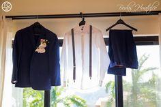 EL traje del novio, el color azul marino es una excelente y muy elegante opción para tu boda en playa. Bodas Huatulco #trajedenovio #lookdenovio #beachweddingsuit #bodaenplaya #vestimentabodaenplaya