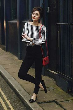 Wearing stripes top is suitable for any occasion, formal event or casual for a walk. Since the matching combined outfit can also be casual and simple. Mode Outfits, Fashion Outfits, Womens Fashion, French Women Fashion, Trendy Outfits, Fall Outfits, Style Parisienne, Sixties Fashion, Beatnik Fashion