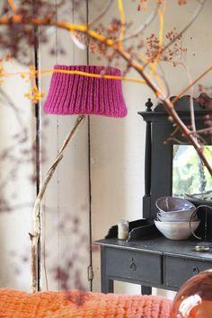 vtwonen stilist Cleo ontdekte deze lieve Dutch Dilight lampen: handgemaakt van takken, met een warm wollig kapje.