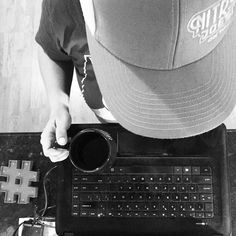 Working from home during the day for the first time all week! I've kinda missed this spot.... great for some focus. (And I can wear my @nitrojoesict ball cap bc no client meetings ) How's your morning? | #butfirstcoffee #thursdaymotivation #productivity #focused #solopreneur #creatorslane #hustlehard