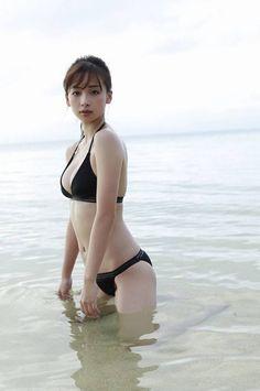 Blonde milf mum with busty big boobs in sexy macro bikini swimwear. Beautiful Japanese Girl, Beautiful Asian Women, Cute Asian Girls, Cute Girls, Hot Bikini, Bikini Girls, Bikini Swimwear, Japonesas Hot, Pretty Asian